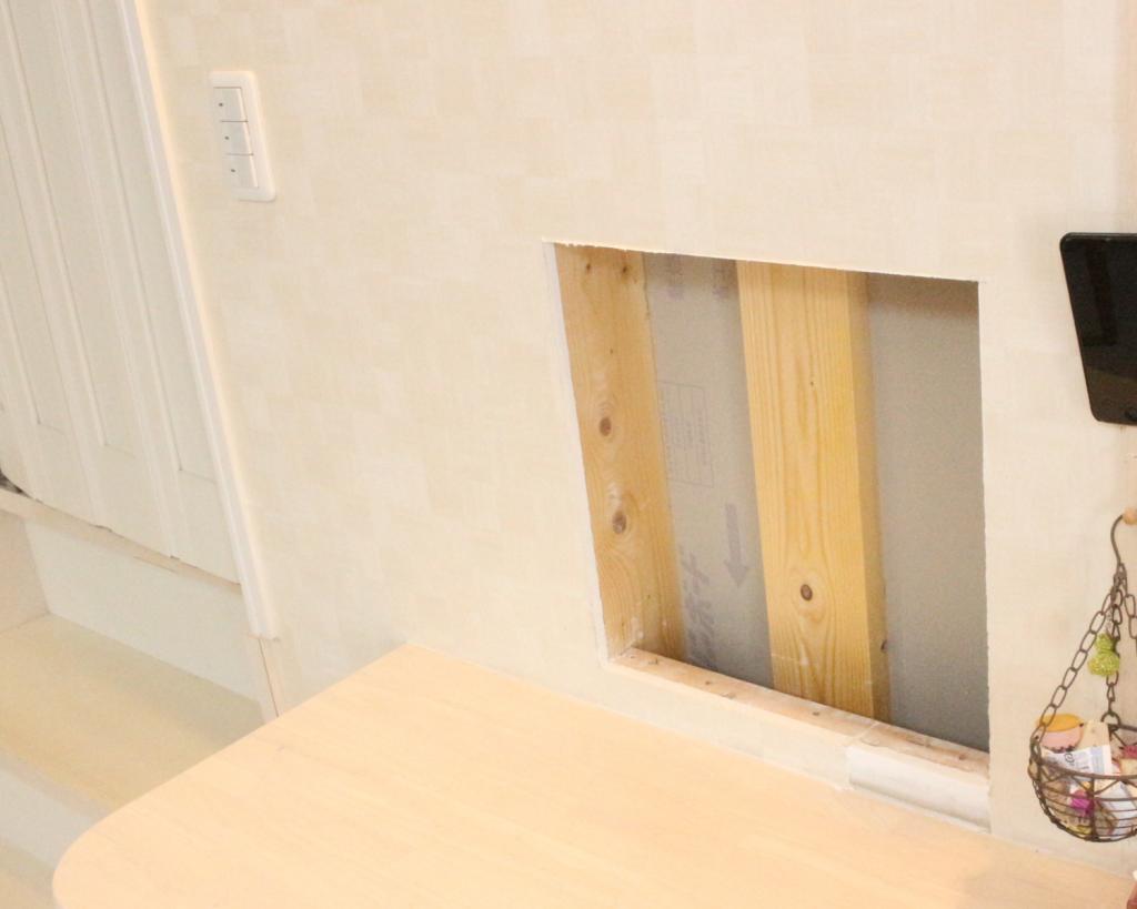 壁,穴,開ける,のこぎり,ニッチ,棚,作成,DIY,安く,方法,やり方